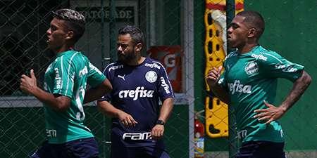 O coordenador científico do Palmeiras, Daniel Gonçalves, durante treino na Academia de Futebol.