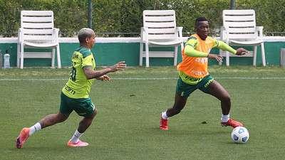 Deyverson e Patrick de Paula em treino do Palmeiras na Academia de Futebol.