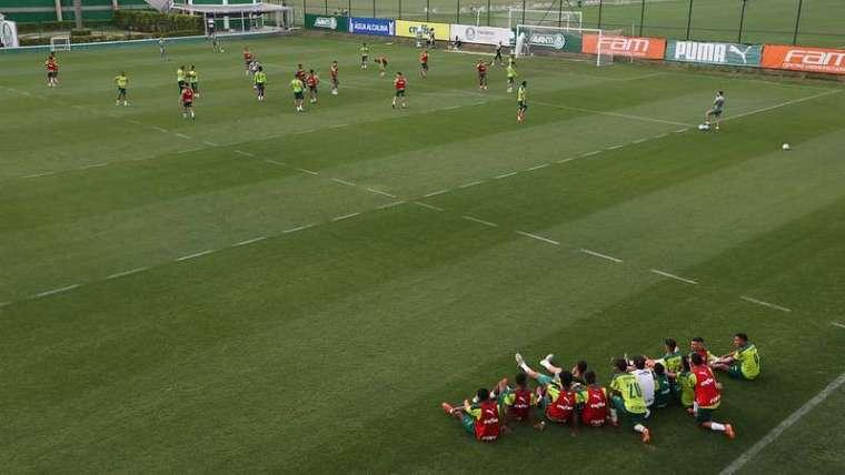 Elenco do Palmeiras realiza atividades na Academia de Futebol.