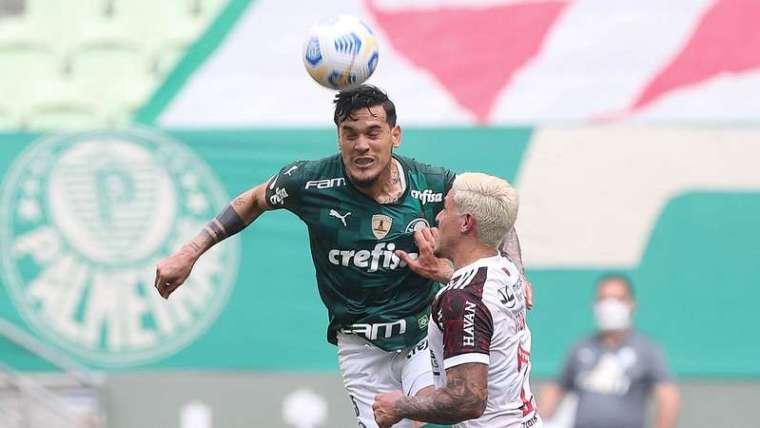 Gustavo Gómez durante partida do Palmeiras contra o Flamengo.