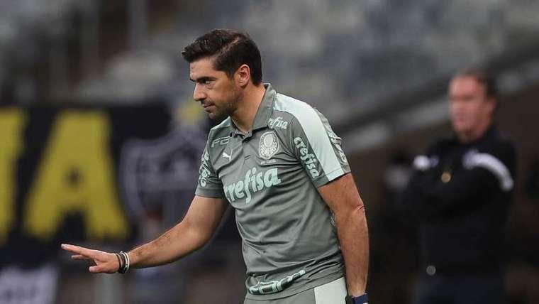 Abel Ferreira em jogo do Palmeiras contra o Atlético-MG, durante partida válida pela décima sexta rodada do Brasileirão 2021, no Mineirão.