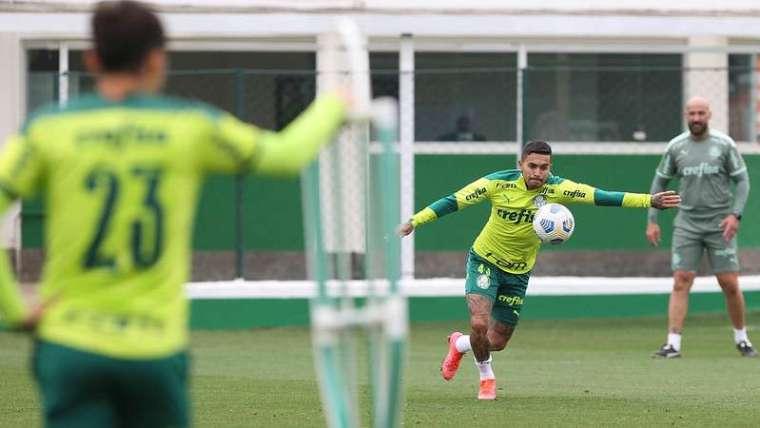 Dudu durante treino do Palmeiras, na Academia de Futebol.