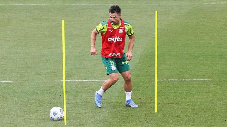 Willian durante treino do Palmeiras, na Academia de Futebol.