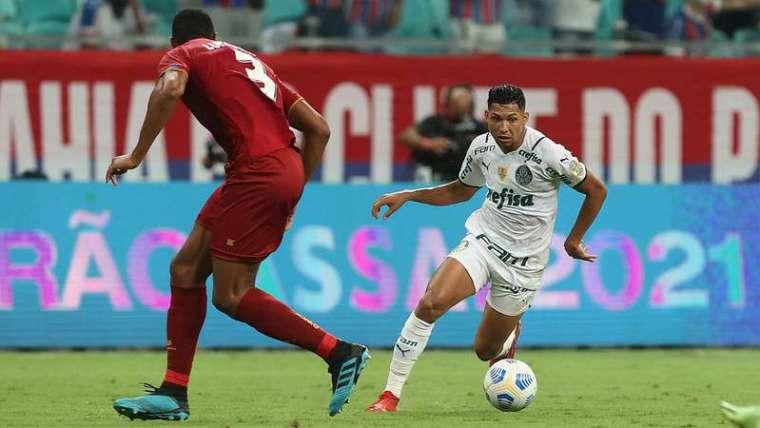 Rony em jogo do Palmeiras contra o Bahia, durante partida válida pela vigésima sexta rodada do Brasileirão 2021, na arena Fonte Nova.