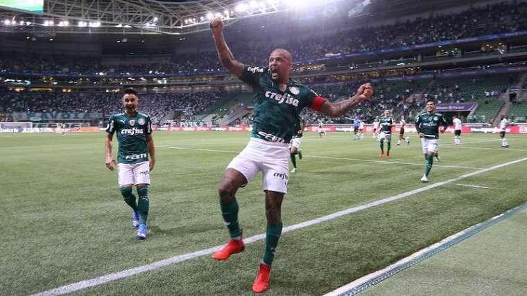 Felipe Melo comemora seu gol pelo Palmeiras contra o Sport, durante partida válida pela vigésima oitava rodada do Brasileirão 2021, no Allianz Parque.