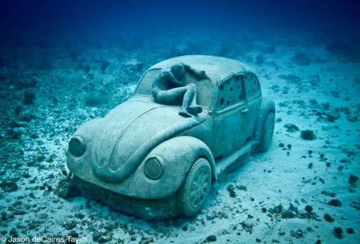 coche bajo el mar