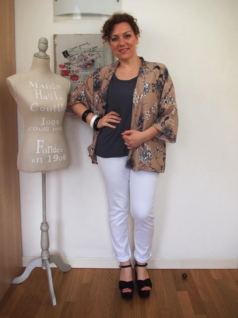 outfit-jeans-bianchi-giacca-kimono-02