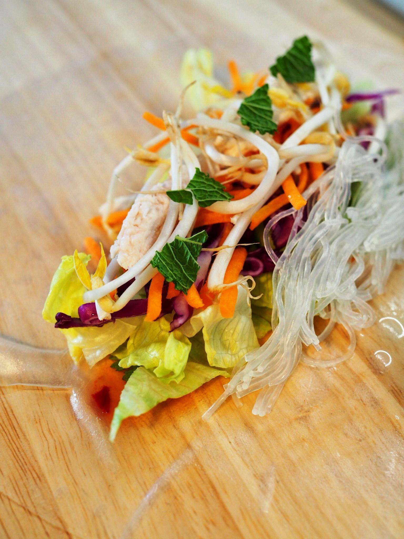 Vietnamesische Sommerrollen mit Erdnuss-Limetten-Dip