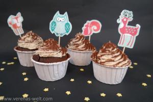 Lebkuchen-Cupcakes mit Nikolaus-Mütze