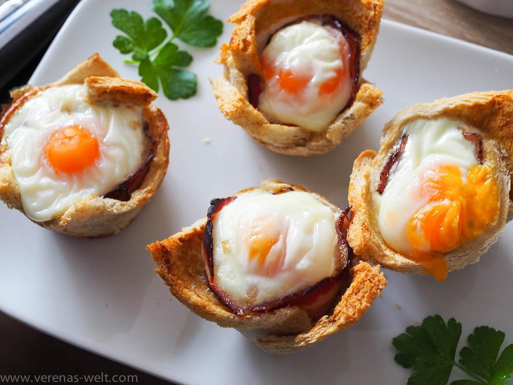 Frühstücks-Muffins mit Ei und Bacon