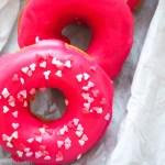 Pink Donuts aus dem Ofen