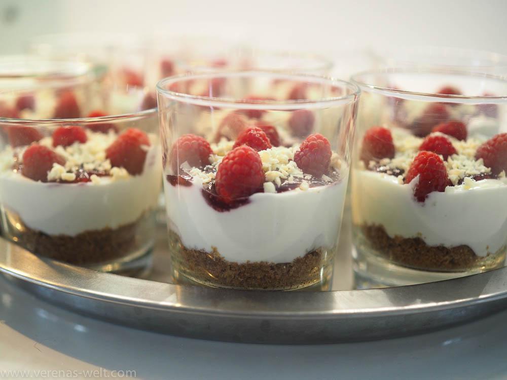 Blitz-Rezept: Cheesecakes im Glas mit Himbeer-Topping - ohne Backen