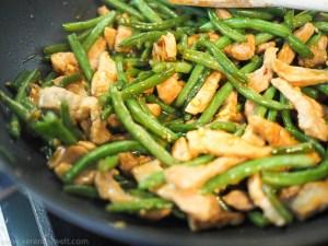 Honig-Ingwer Schweinefleisch mit grünen Bohnen aus dem Wok