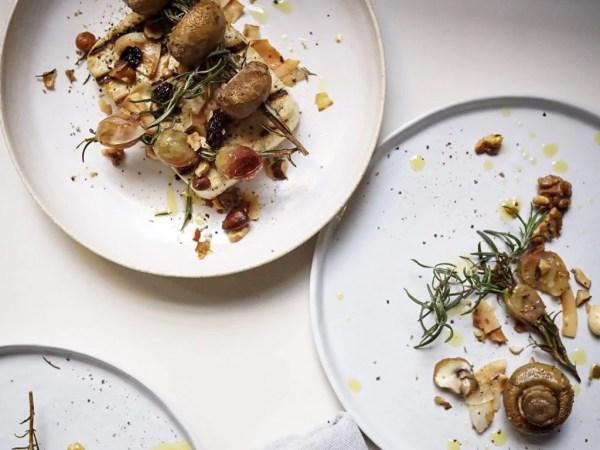 Tofu ahumado con uva y setas al romero - Veritas