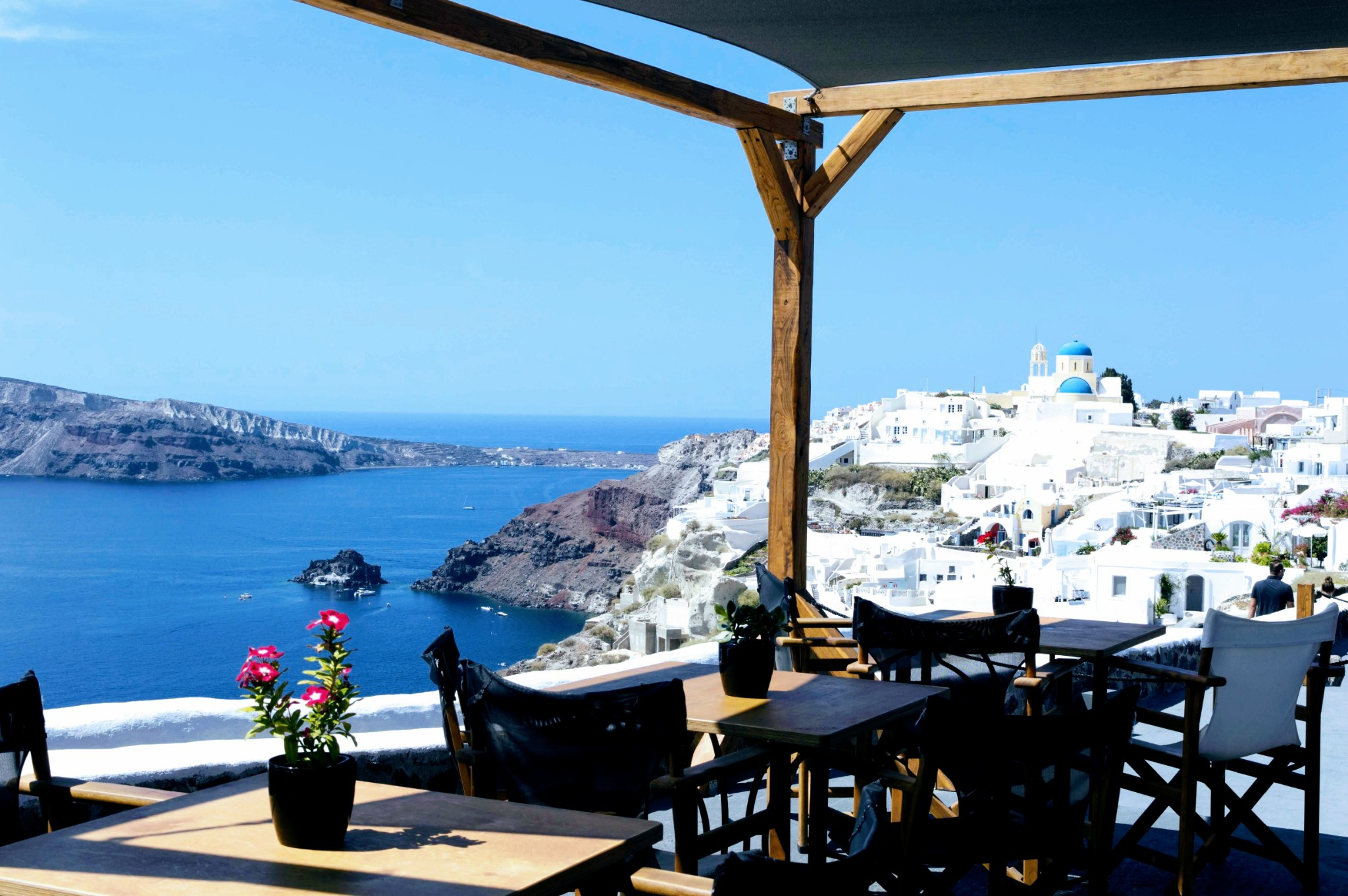 View Lunch at Mes Amis - Honeymoon Part 2 - Oia in Santorini Greece is beautiful with its pretty caldera view, sunsets, windmills and quaint pedestrian streets, we headed here for our Honeymoon Part 2! - Greek Island, Europe - Veritru