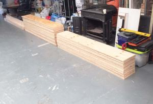 Een deel van de hout voor de mobiele scheidingswanden