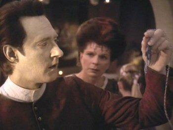 Data als Jayden in Star Trek: The Next Generation, aflevering Thine Own Self
