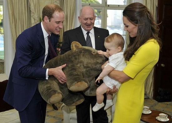 William en Kate, prins George, de gouverneur-generaal van Australië en een wombat (foto:  Auspic/Commonwealth of Australia / CC BY 3.0)