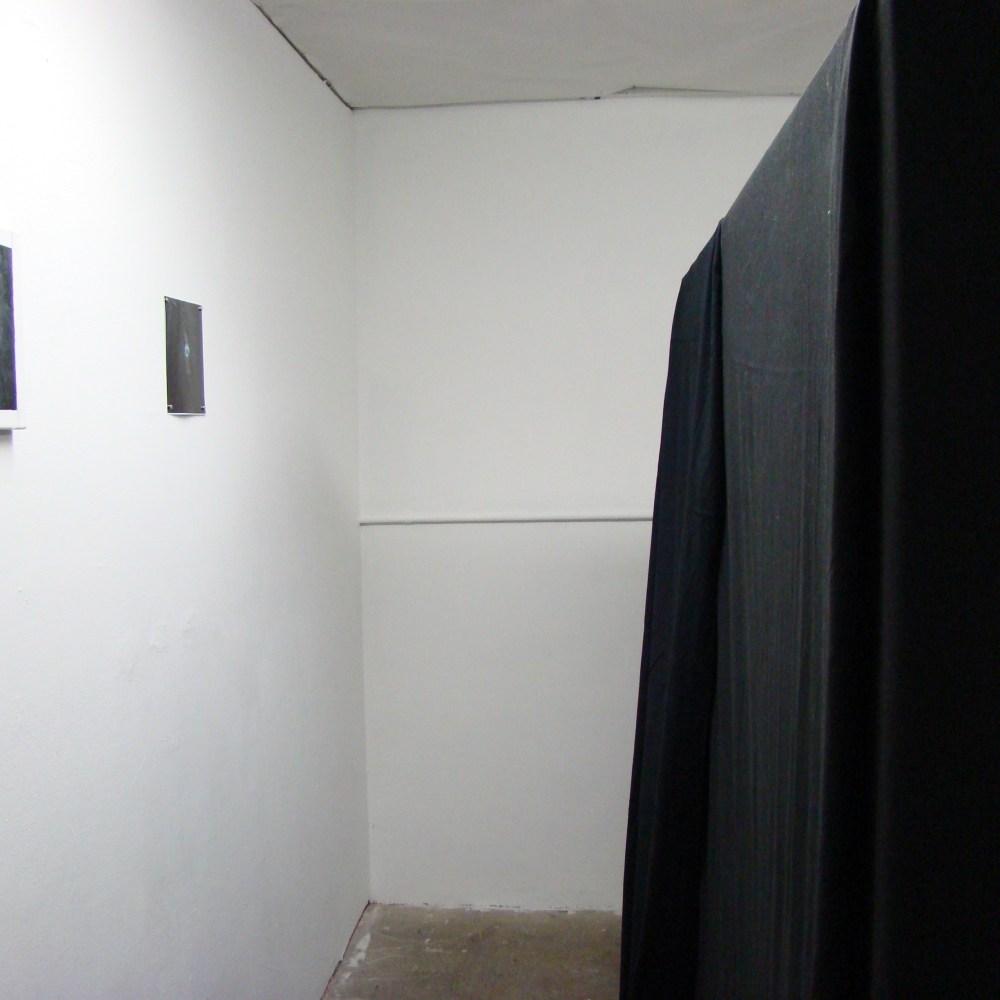 Reflection: Peephole Black Box installation art experiment by artist V2R2