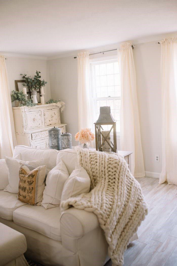 white room 25