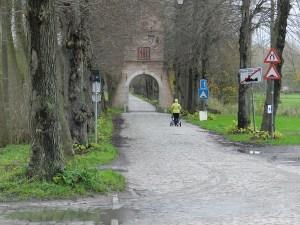 De Blauwe Poort markeert de ingang naar kasteel Ooidonk.