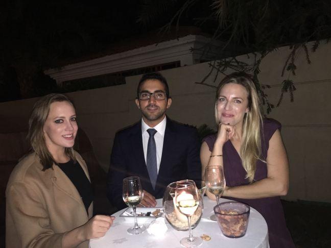 Príncipe Fahim Al Quasimi (no meio), na festa dos 40 anos de jornalismo de Toinho em Dubai
