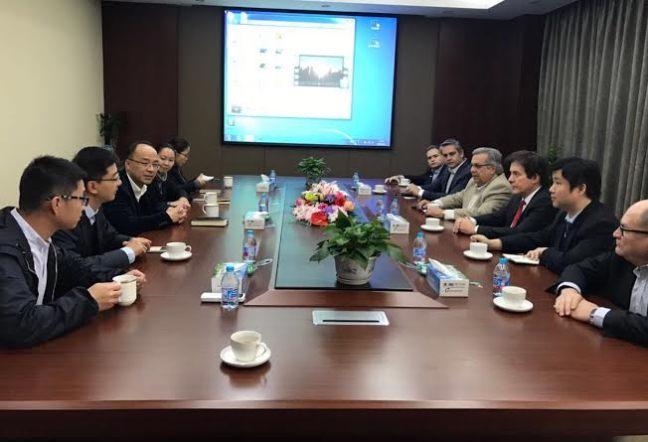 Governador Robinson Faria durante reunião com investidores chineses. Foto - Assecom - RN