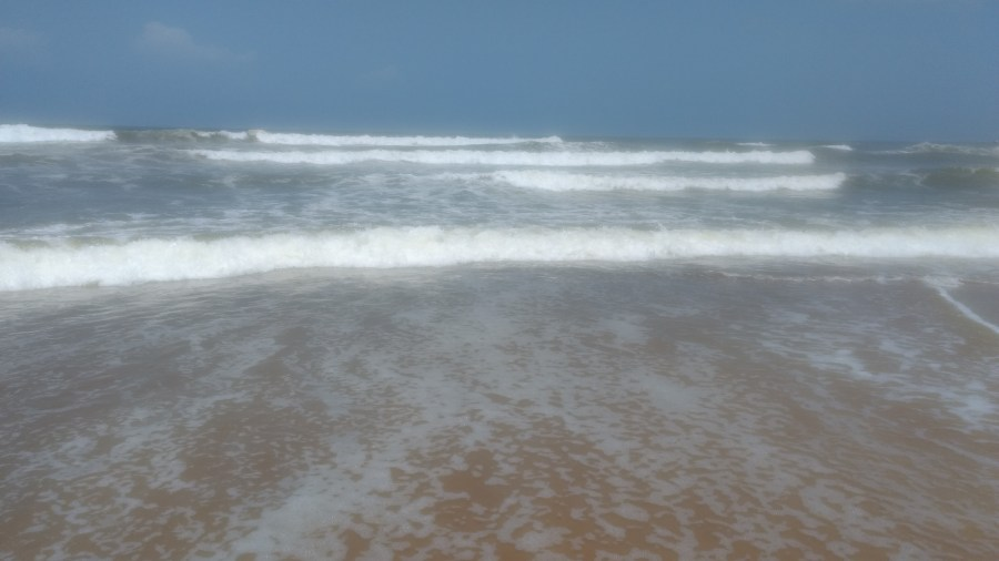Waves at Candolim Beach