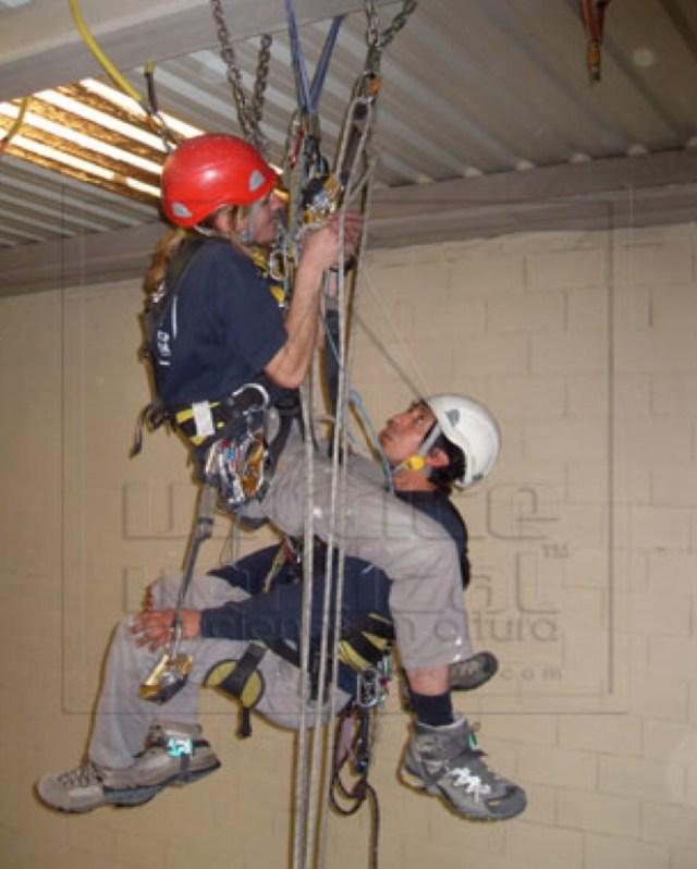 Curso de formación de trabajos en altura, homologados por Vértice Vertical™ y Anetva, en Valencia. Febrero 2012.