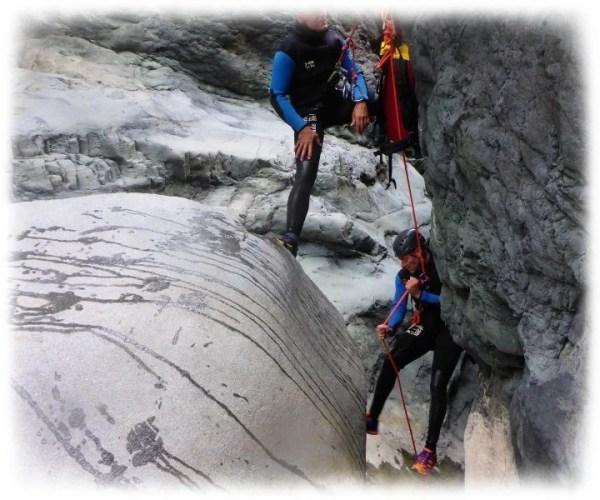 Descente en rappel en canyoning