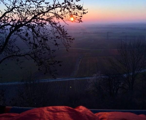 Sur nos portaledges, au chaud dans les duvets, nous admirons le lever de soleil