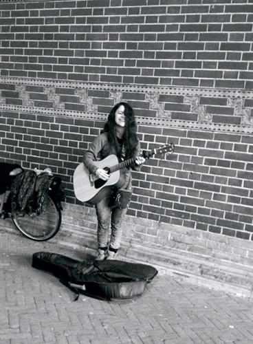 Nina, the spellbinding street musician