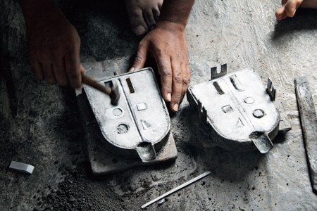 An Aunterra jewellery piece being made by a karigar in Aurangabad