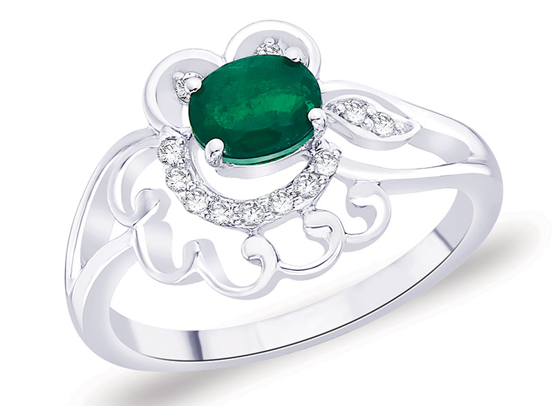 Emerald studded diamond ring, in 18-carat gold