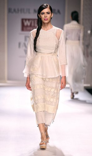 Jamdani ensemble by Rahul Mishra