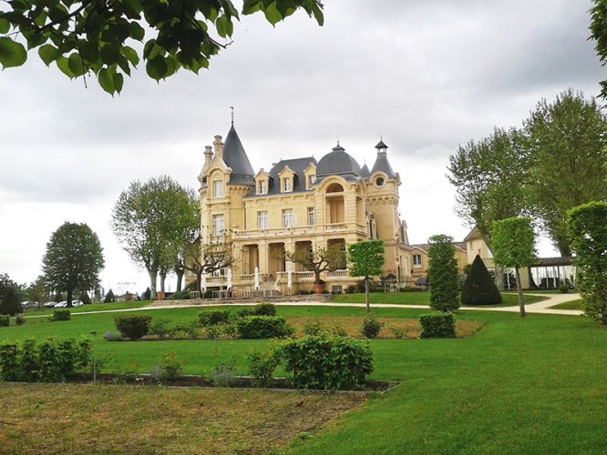 Grand Barrail Chateau Hotel