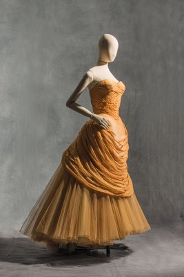 Charles James, swan evening gown, haute couture, Autumn/Winter 1955-1956, crepe silk draped over Du Pont nylon tulle