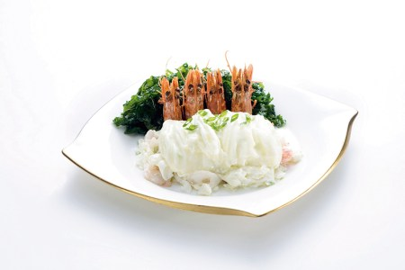 Stir-fried shrimps with egg white