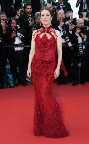 Julianne Moore in Givenchy Couture and Chopard earrings that feature Gemfields rubies