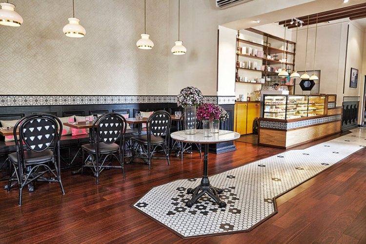 Le 15 Café, Colaba