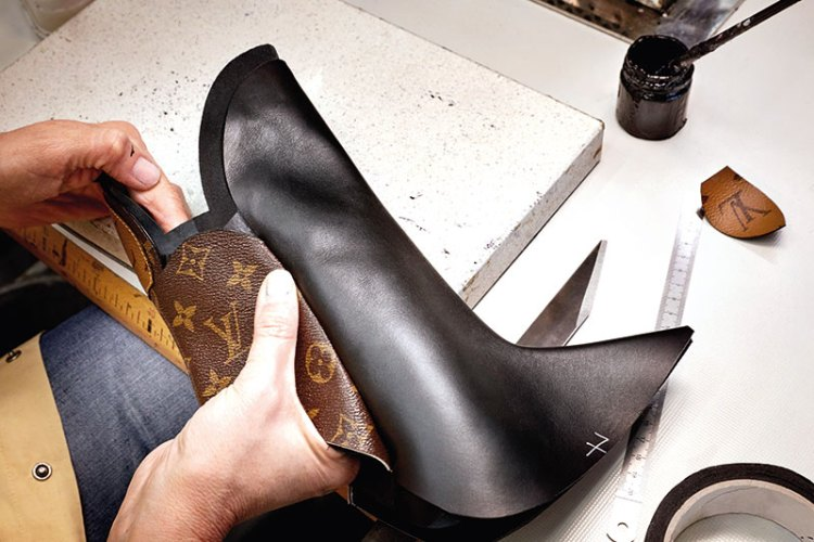 The fabrication of the Rodeo Queen boot in leather and monogram