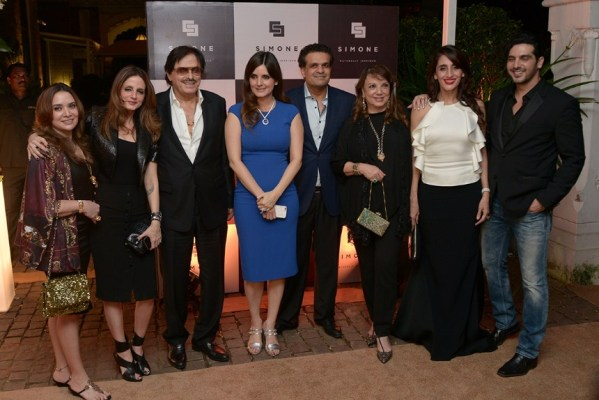 Malaika Khan, Sussanne Khan, Sanjay Khan, Simone and Ajay Arora, Zarine Khan, Farah Khan Ali and Zayed Khan