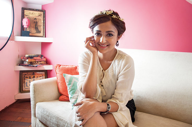 Monali Thakur, Singer