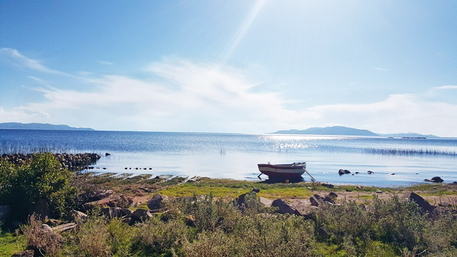 A lone boat out at Lake Titicaca