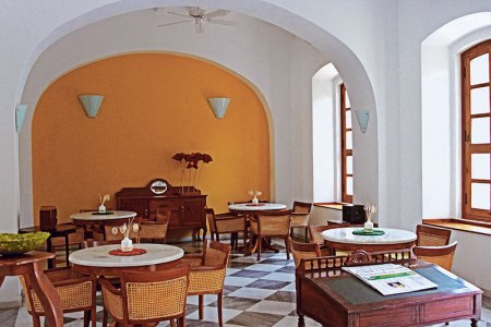 Café de Mahe: serene space