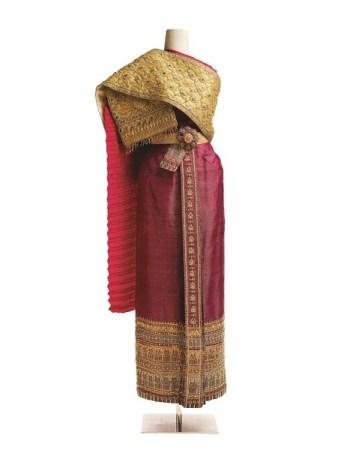 Queen Sirikit, Thai Chakrapat Dress (Yellow-Dark Pink)