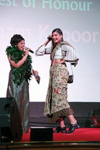RJ Malishka with Sonam Kapoor at the Kashish 2016 inauguration