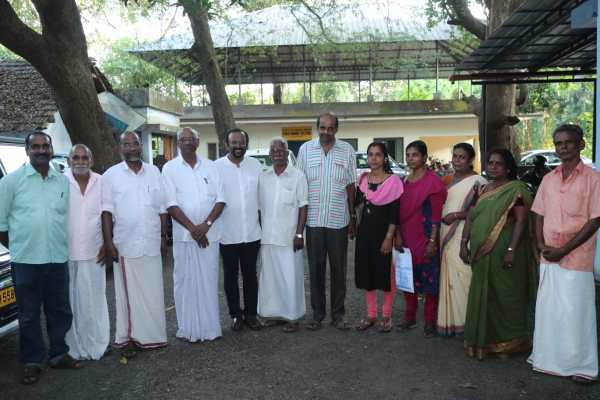 Ramesh Menon with the representatives of all 7 weavers cooperation societies affected in the flood