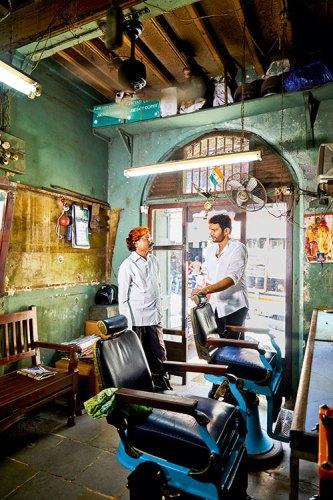 Hashim Badani in conversation with Dinesh Jadhav, the owner Of Gamdevi Hair Cutting Salon