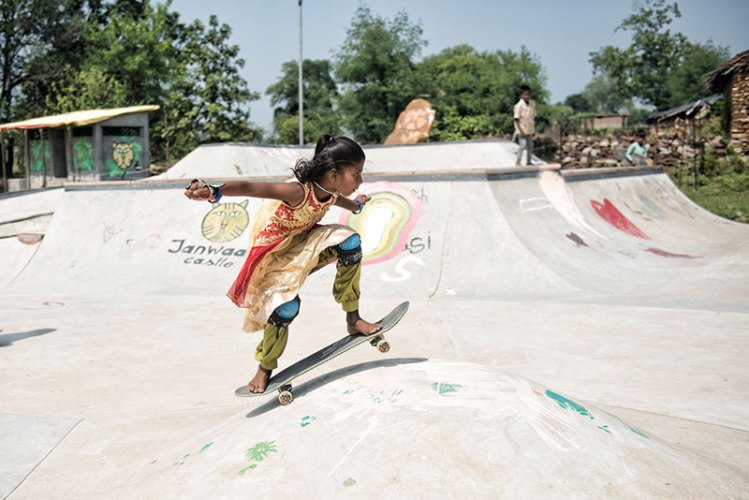Girls skateboarding at Janwaar Castle